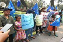 Nelayan Ajak Anak-anaknya Demo Balai Kota, Ini Permintaannya