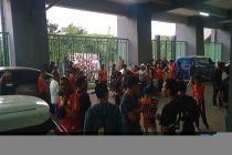 Ratusan The Jakmania yang Kecewa Adang Bus Pemain dan Ofisial Persija Jakarta