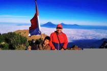 Fayyadh si Pendaki Cilik Peringati HUT ke-74 RI di Puncak Gunung Merbabu