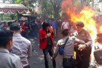 Kapolda Jawa Barat Beri Penghargaan Siswa Tolong Polisi Terbakar