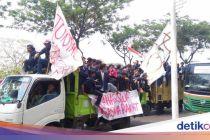 Sebelum Demo DPR, Mahasiswa Kumpul di Depan TVRI Naik Truk-Motor