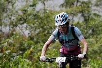 Pesepeda 70 Tahun Taklukan Jalur Kematian Andes di Bolivia