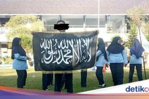 Murid di Sragen Bentangkan Bendera Identik HTI, Pihak Sekolah Buka Suara