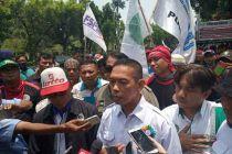 Geruduk Balai Kota, Buruh: Kami Ingin Bertemu Anies Baswedan