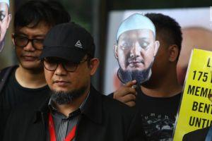 Polisi Beri Sinyal Hentikan Laporan Dewi Tanjung Terhadap Novel Baswedan