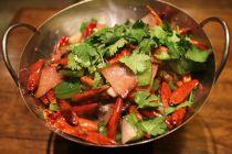 Trik Mengurangi Rasa Pedas Makanan Pakai Cuka hingga Selai Kacang