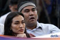 Atiqah Hasiholan Antar Ratna Sarumpaet ke Rumah Usai Bebas