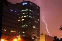 Malam Tahun Baru, BMKG: Waspada Hujan Petir Malam Hari