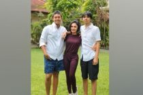 Ingat Ibunda, Yuni Shara Tinggalkan Pesta Tahun Baru di Bali