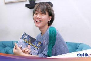 Ria SW di Antara Makan-makan dan Buku 'Off the Record'