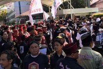 Bawa Spanduk Dukungan Anies, Massa Bang Japar Padati Balai Kota
