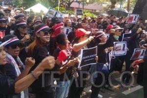 Massa Demo di Balai Kota: Anies Baswedan Tak Becus Pimpin Jakarta