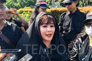 Dewi Tanjung Laporkan Pendukung Anies Baswedan karena Anarkis