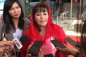 Dewi Tanjung Lapor Polisi Usai Dikasari Pendemo Pro Anies Baswedan