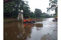 Brimob Polda Metro Jaya Tanam 1.000 Pohon di Bantaran Kali Ciliwung