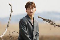 Foto Beredar, Begini Dandanan Chen EXO Saat Ajak Calon Istri Bumil Makan Mi