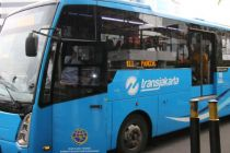 Video Viral Pemotor Terobos Jalur Transjakarta dan Marah