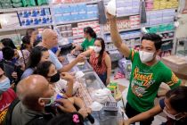 Wabah Virus Corona, Warga Cina di Batam Borong Masker