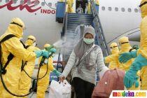 Antisipasi Corona, WNI dari Wuhan Disemprot Disinfektan Saat Tiba di Batam