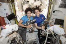Astronaut Perempuan Terlama di Ruang Angkasa Kembali ke Bumi