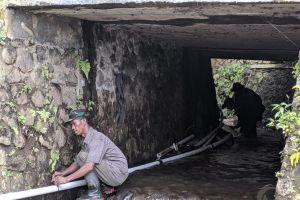 Puluhan Pipa Ditrejang Banjir, Warga di Mojokerto Kesulitan Air Bersih