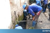 Cegah Banjir Saat Hujan Deras, Sudin SDA Jaktim Kuras Saluran Air di Utan Kayu