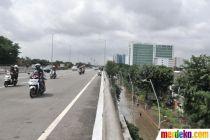 Banjir Lumpuhkan Cempaka Putih, Pengendara Motor Terobos Jalan Tol