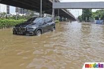 Jalan Ahmad Yani Lumpuh Akibat Banjir