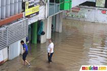 Pertokoan di Jalan Gunung Sahari Tutup Akibat Banjir