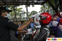Antisipasi Corona, Pengunjung Gedung DPR Jalani Tes Suhu Tubuh