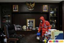 Penyemprotan Disinfektan di Kantor Bawaslu