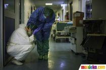 Potret Petugas Medis Italia Kelelahan Tangani Pasien Corona