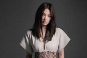 Cantik dan Berkelas, Song Hye Kyo Bahas Kesetiaan di Video Wawancara Baru
