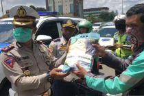 Polda Metro Jaya Salurkan Beras Bantuan Presiden Jokowi