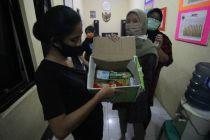 Polda Metro Jaya Salurkan Bantuan 1.000 Paket Sembako untuk Warga