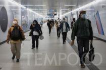 Cegah Corona, MRT Jakarta Bagikan Masker Gratis untuk Penumpang