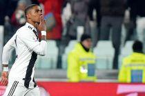 Pemain Juventus Douglas Costa Tantang Pembalap Ferrari Adu Cepat