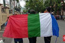 Datangi Polda Maluku, 3 Anggota FKM Bentangkan Bendera RMS