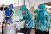 PKK Kota Cimahi Buka Dapur Umum di Kecamatan Selama PSBB