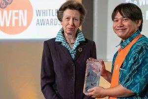"""Yokyok """"Yoki"""" Hadiprakarsa Terima Penghargaan  Whitley dari Inggris"""