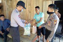 Peduli COVID-19, Sat Binmas Polres Mamuju Utara Bantu Sembako