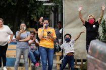 Keluarga Pasien COVID-19 di Meksiko Protes di Depan Rumah Sakit