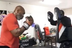 Lihat Tyson Latihan, De La Hoya: Dia Bisa Kalahkan Juara Saat Ini