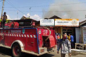 Toko Bahan Bangunan di Kota Probolinggo Dilalap si Jago Merah