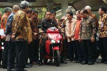 Menang Lelang Motor Listrik, Hary Tanoe: Anak Saya Fans Jokowi