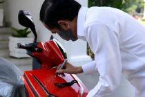 Anak Hary Tanoe Jadi Pemenang Lelang Motor Listrik Bertandatangan Jokowi