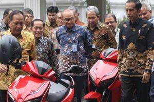 Warren Tanoesoedibjo, Pemenang Lelang Sepeda Motor Jokowi