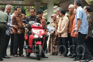 Anak Hary Tanoe Jadi Pemenang Lelang Motor Listrik Jokowi