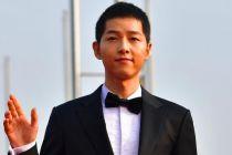 Agensi Buka Suara soal Rumor Song Joong-ki Kencani Pengacara