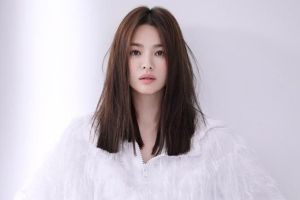 Song Hye Kyo Pamer Hadiah Spesial dari Teman, Netizen Singgung Ibu Song Joong Ki
